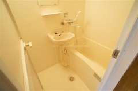 バス・トイレ別で清潔感のある水周りです。