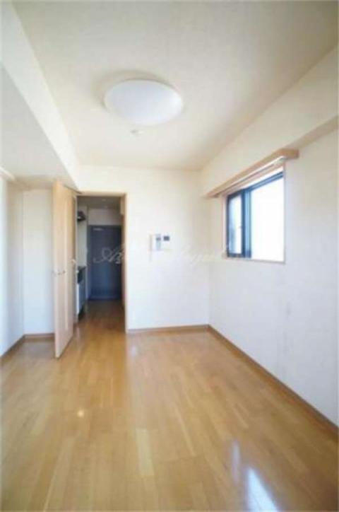 ゆったりとした広さのあるお部屋です。
